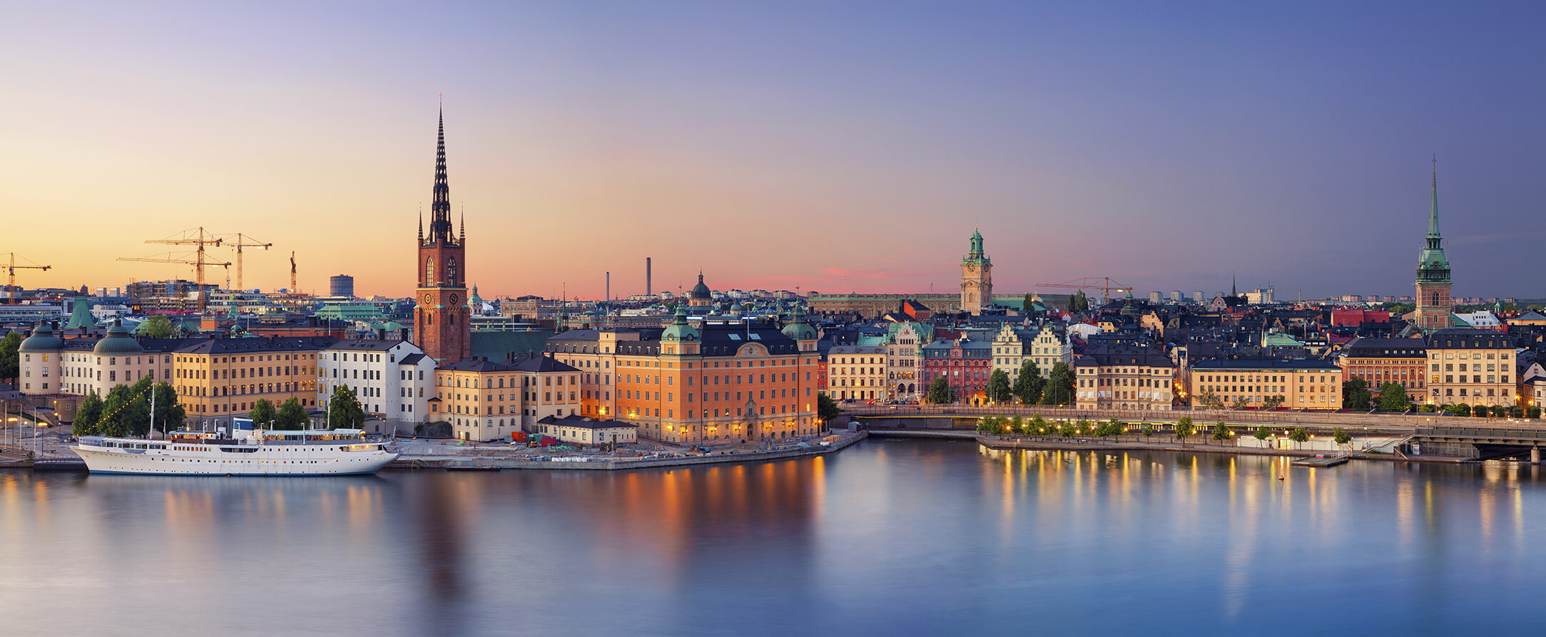 Stockholm-Panoramic-image-of-Stockholm-Sweden-during-sunset_AdobeStock_116337570_2167x894_tiny